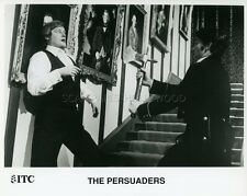 ROGER MOORE THE PERSUADERS AMICALEMENT VOTRE 1971 VINTAGE PHOTO #5