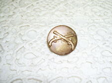 ANTIQUE MILITARY PIN W/ CROSSED GUNS