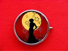 JAPANESE PIN UP GIRL ART ROUND METAL PILL MINT BOX CASE