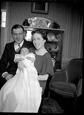 Jeune femme homme parents & enfant bébé - Ancien négatif photo an. 1930