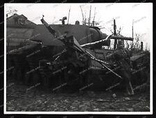Foto-Soldat-Camo-Tarn-Kleidung-Russischer-Beute-Panzer-KW1-Urizk-Ostfront-2.WK