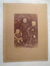 3 Kinder - Mädchen - Junge - Baby - mit Spielzeug Pferd / großes Foto