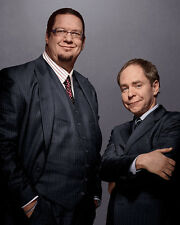 Penn and Teller [Cast] (45928) 8x10 Photo