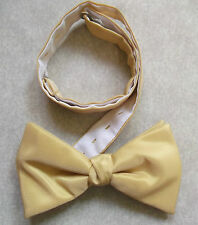 VINTAGE MENS DICKIE BOW TIE BOWTIE 1980s 1990s SHIMMERY GOLDEN CREAM ADJUSTABLE