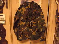 US Military  Cold Weather Parka Size Large   Reg Woodland Camo  Goreseam