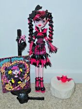MONSTER HIGH Draculaura Sweet Screams EUC