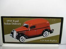 1/24 SCALE CROWN PREMIUMS COLLECTION GREEN 1935 FORD SEDAN DELIVERY
