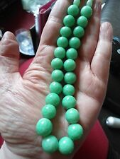ART DECO GREEN PEKING GLASS BEAD NECKLACE WITH FACETED BEADS & LARGE SCREW CLASP
