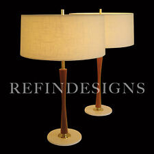 GERALD THURSTON LIGHTOLIER MODERN BOWTIE WALNUT DOWEL BRASS TABLE LAMP 1955