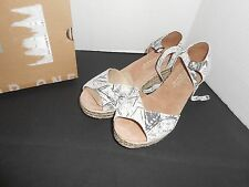 New Toms Platform Wedge Women's Grey Suede Graffiti Sandal 10004947 Size 9.5