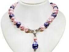 Schöne Halskette ausMuschelkernperlen mit Anhänger in Form von Barockoperlen
