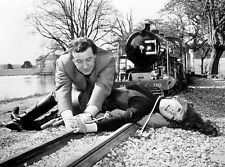 PATRICK MacNEE & DIANA RIGG UNSIGNED PHOTO - 4740 - THE AVENGERS