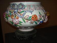 Cache pot en céramique ancienne.