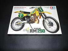 Tamiya 1/12 Suzuki RM250 kit modelo de la motocicleta.