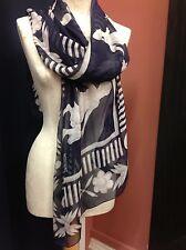 Moschino statue imprimé soie foulard