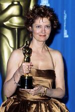 Susan Sarandon 11x17 Mini Poster holding OScar Academy Award