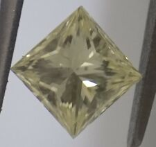 Diamant Jaune Princesse de 0,91 carat Fancy Light Yellow certifié IGI SI1