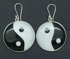 Z fatto a mano nero e bianco tondo Shell Ying Yang Dangle Earrings nel 925