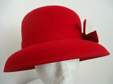 WOMENS RED FELT SLOPING BRIM CLOCHE HAT SIDE BOW DETAIL DRESSY FORMAL