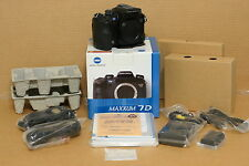 Konica Minolta 7D 6.1 MP Digital SLR Camera - With Vertical Grip