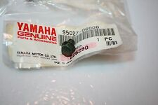 1 nos Yamaha snowmobile motorcycle bolt 95027-06008  6 x 8mm