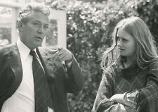 Linda Hayden and Peter Finch UNSIGNED photo - 2126 - Something to Hide