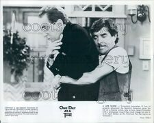 1982 Pat Harrington Does Heimlich Jack Dodson One Day at a Time TV Press Photo