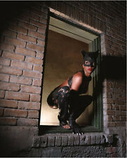 Halle Berry UNSIGNED photo - F267 - Catwoman