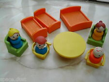 FISHER PRICE PEOPLE - BEDS - CHAIRS - TABLE - SMALL LOT FISHER PRICE PIECES