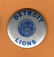 1950s OLD LOGO DETROIT LIONS STICK PINBACK BUTTON UNSOLD STORAGE STOCK