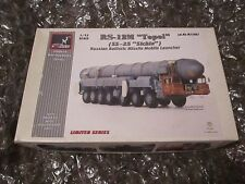 RS-12M 'Topol'(SS-25 Sikle) Soviet mobile War Machine Series USSR - 1:72