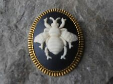 BEE CAMEO ANTIQUE GOLD TONE BROOCH / PIN -BUMBLE BEE, HONEY, WASP, CREAM, BLACK