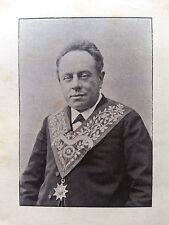 Portrait d'un Franc Maçon non identifié grand maitre?