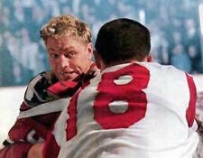 BOBBY HULL VINTAGE HOCKEY FIGHT CHICAGO BLACKHAWKS NHL 8X10 PHOTO