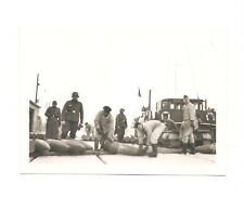 Deutsches Reich 2. Weltkrieg Foto Gruppe Soldaten beim Munitionsverladen [64]
