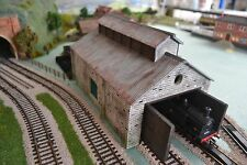 Linka Compatible ENGINE SHED FULL KIT - STONE - CORRUGATED STEEL ROOF - 00 Gauge