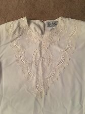 WOMEN'S KATHY CHE CREAM BLOUSE WITH SOME LACE ON FRONT SIZE 6P
