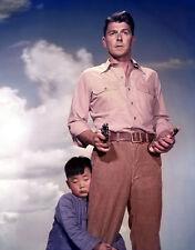 Ronald Reagan and Danny Chang UNSIGNED photo - B2848 - Hong Kong