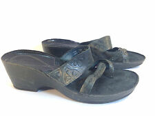 stunning CLARKS ARTISAN charcoal & olive leather toe thong wedge sandals 7.5