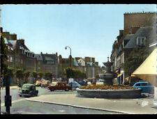 SAINT-HILAIRE-du-HARCOUET (50) RENAULT 4CV & CITROEN DS à la FONTAINE en 1972