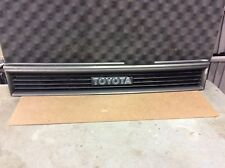 88 89 90 91 92 TOYOTA COROLLA GRILLE SDN DX SOLID NO BREAKS NICE EMBLEM