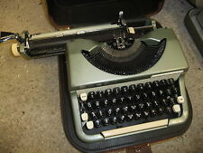 Typewriter manual IMPERIAL GOOD COMPANION plus brown soft carry case GC.JK
