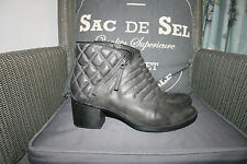 LADIES CLARKS BOOTS SIZE 5.5 LEATHER QUILTED GREY V.COMFY & GOOD GRIP SOLE