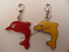 LOT 2 CHARMS BRELOQUE A FERMOIR METAL ARGENTE DAUPHINS ROUGE JAUNE - BIJOUX AD5