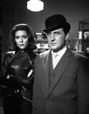 Patrick MacNee and Diana Rigg UNSIGNED photo - 427 - The Avengers