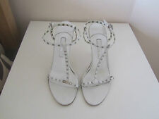 VGC GINA WHITE LEATHER & SILVER STUD T BAR SANDALS SIZE 6.5 RRP 495.00