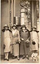 BE272 Carte Photo vintage card RPPC Femme woman mode fashion groupe chien hat