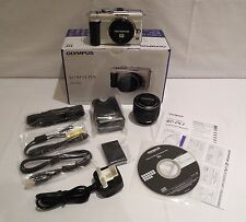 OLYMPUS PEN E-PL1 DIGITAL CAMERA  (CHAMPAGNE) & ZOOM LENS KIT (BLACK)