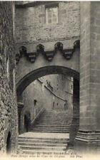 CPA 50   abbaye du MONT SAINT MICHEL  pont fortifie dans la cour de l'eglise