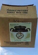 NIB NELSON MCCOY POTTERY 3 QT BEAN POT ROOSTER & FLOWERS DESIGN WITH LID